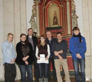 Übergabe der Broschüre über die St.-Severinus Kirche in Calle (Foto: BKBB | GTA-U)