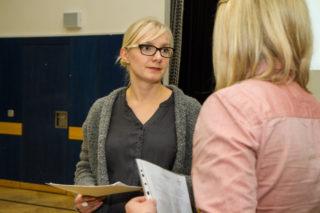 Im Einzelgespräch konnten viele Fragen geklärt werden. Hier berät Ausbildungskoordinatorin Nadine Iffland eine Interessentin. Foto: SMMP/Bock