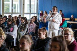 Georg Fuhs, Lehrer am Berufskolleg und zweiter Vorsitzender der Alzheimer-Gesellschaft Hochsauerland e.V., führte durch den Vormittag. Foto: SMMP/Bock