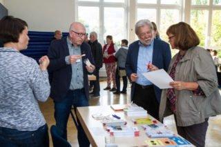 Auch nach den Vorträgen hatten die Schüler und Gäste noch viele Fragen an die Experten. Foto: SMMP/Bock