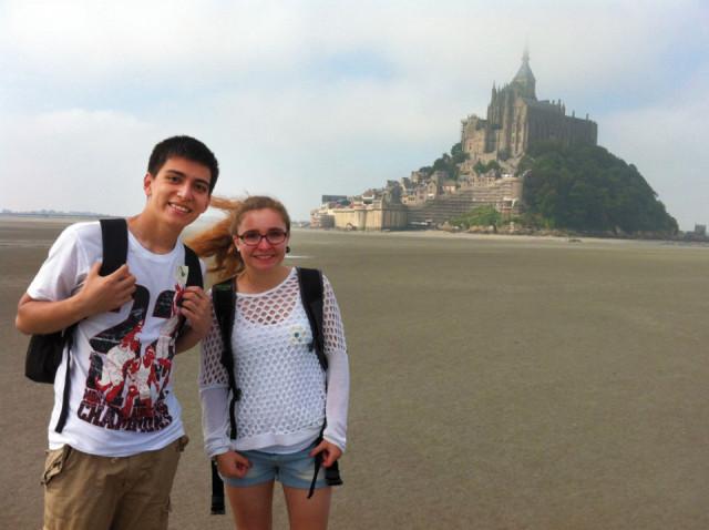 Auch das gehörte für Lara Wolff und Sebastian Gerdes natürlich zum Besuchsprogramm in Frankreich: Ein Besuch an dem weltberühmten Mont St. Michel.
